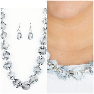 FASHIONISTA FEVER SILVER ACRYLIC NECKLACE/EARRING